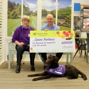 Haskins Garden Centre in cheque presentation to Canine Partners (1)
